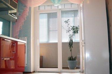 дверь на балкон из двух створок